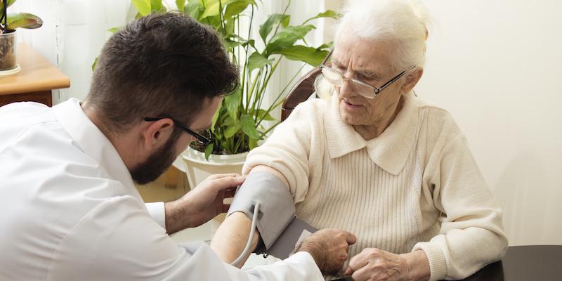 Geriatra – lekarz, który pomoże Twojemu podopiecznemu
