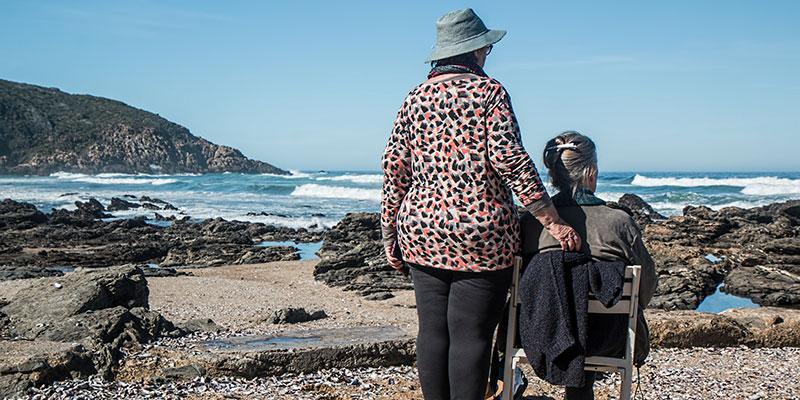 Jak opiekować się osobą starszą – praktyczne rozwiązania w skrócie