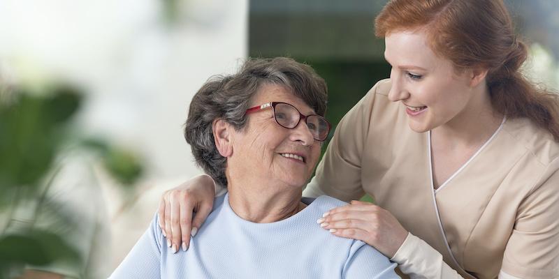 Gdzie znajdziesz bezpieczną pracę opiekuna osób starszych?